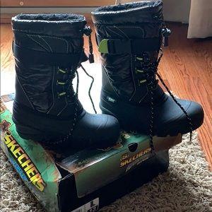 Boys winter/ snow boots